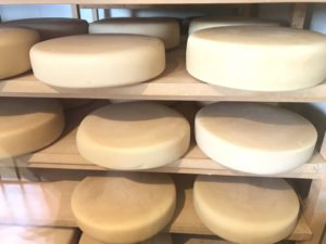 軽井沢チーズ熟成所